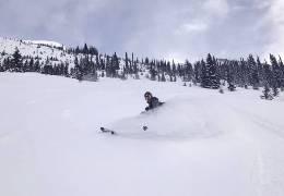 Cet hiver, optez pour des vêtements de ski de la marque SCOTT